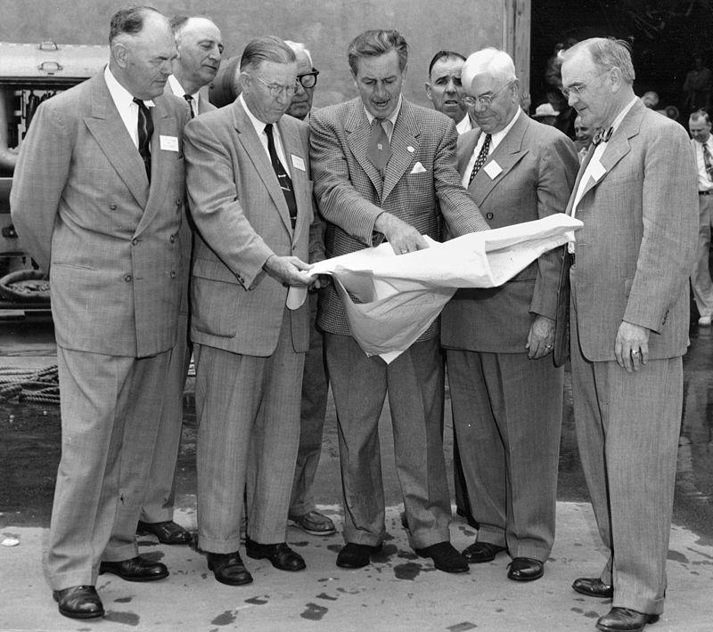 Walt Disney plans Disneyland Dec 1954